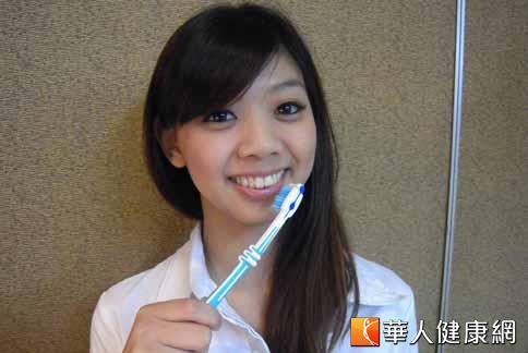 預防牙周病的關鍵,必需注意正確潔牙,保持口腔清潔。(攝影/張雅雯)