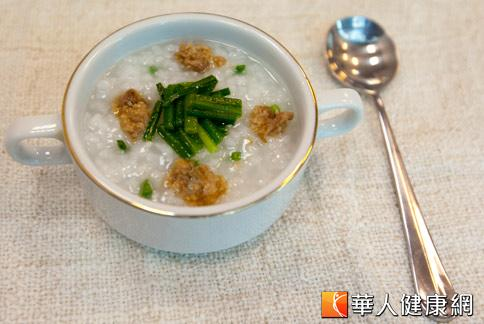熟韭菜甘溫補中,韭菜粥適合背寒氣虛、腰膝酸冷者食用。(攝影/黃志文)