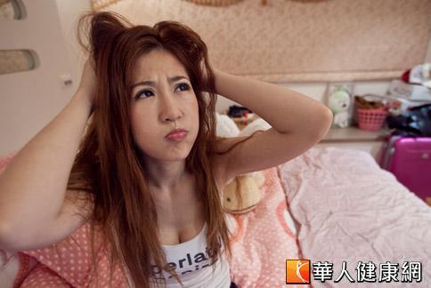 大量掉髮易造成情緒困擾,女生一般多為壓力所引起。(攝影/黃志文)