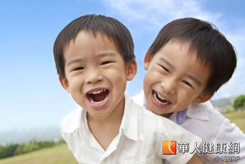 預防青少年蛀牙,除了勤刷牙之外,可以自6歲換牙期起對特別容易蛀牙的臼齒施行「溝隙封填術」,可降低齲齒機率。