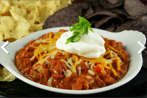 到餐廳享用美食之餘,也別忘了控制熱量的攝取。(圖片/取材自美國《赫芬頓郵報》)